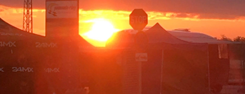 Sonnenaufgang an der Rennstrecke
